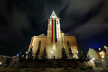 Sint-Stevenskerk in Nijmegen met regenboogvlag sur Merijn van der Vliet