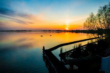 Nieuwkoopse plassen bij zonsondergang van Vincent den Hollander