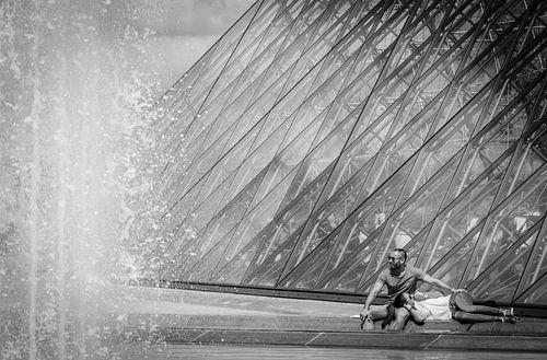 Liefde bij het Louvre von Emil Golshani
