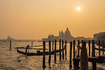 Gezicht op de kerk Santa Maria della Salute in Venetië, Italië van Rico Ködder