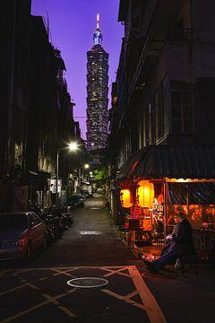 Taipei 101 after sunset van Andreas Jansen