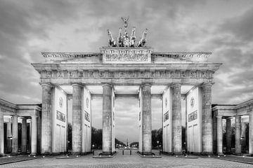 Brandenburger Tor Berlin in zwart-wit van Michael Valjak