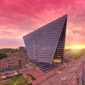 Stadskantoor aan de Leyweg te Den Haag tijdens zonsondergang van Rob Kints