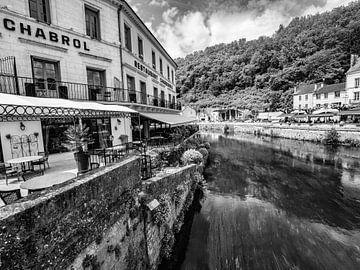 Zwart-wit foto van restaurant in Brantôme van Martijn Joosse