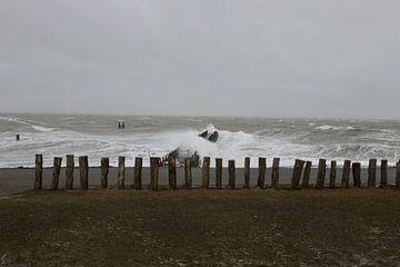 Storm Ellen raast over Westkapelle van Wendy Hilberath