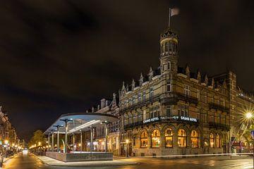 Straat beeld in de avond in Wyck, Maastricht van Kim Willems
