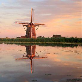 Twee molens met spiegelbeeld tijdens zonsondergang van iPics Photography
