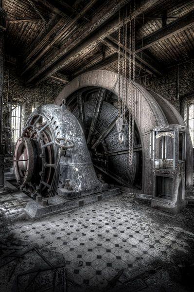 Elevator Engine Wheels van Patrick LR Verbeeck