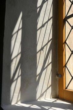 Fenster einer alten Dorfkirche von Heiko Kueverling