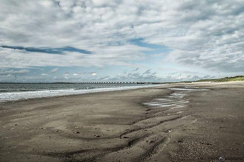Strand in Zeeland bij Oosterscheldekering.