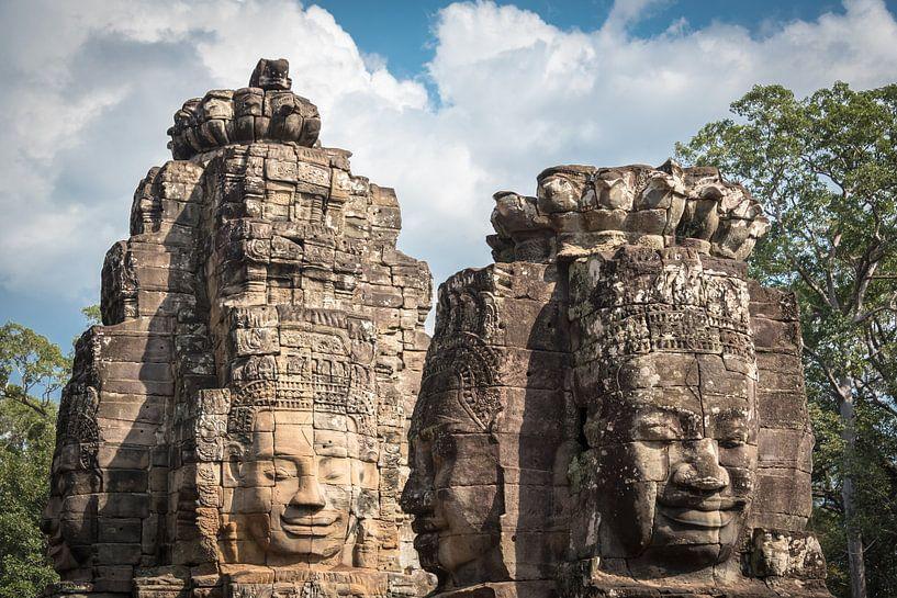 Gezichten van Boeddha in Bayon, Cambodja van Rietje Bulthuis