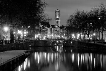 Ansicht von Zandbrug und von Oudegracht in Utrecht vom Bemuurde Weerd, SCHWARZES WEISS von Donker Utrecht