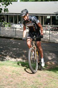 Single speed mountainbiker van Tim Buitenhuis