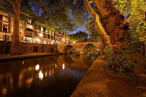 Oudegracht met Weesbrug in Utrecht van