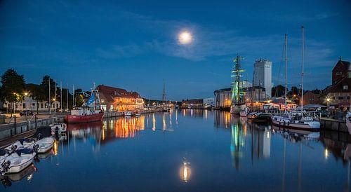 Blaue Nacht im Hafen van Werner Reins