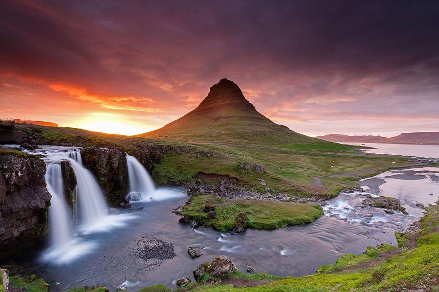 Kirkjufellsfoss Wasserfall von Menno Schaefer