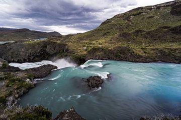 Waterval in Torres del Paine Nationaal Park van Shanti Hesse