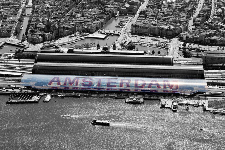 Amsterdam Centraal Station vanuit de lucht gezien