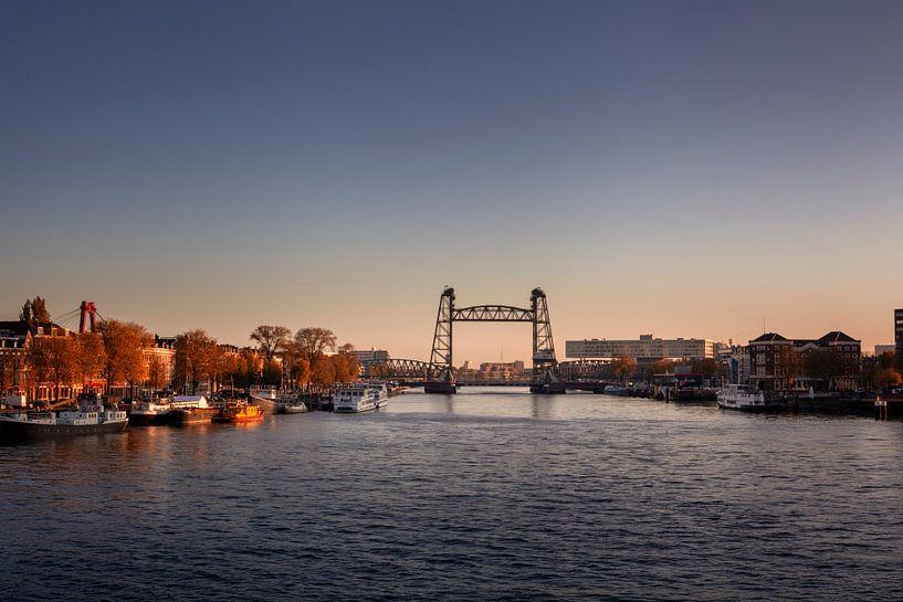 stadsgezicht van Rotterdam met de brug 'de Hef' op het noordereiland van Tjeerd Kruse