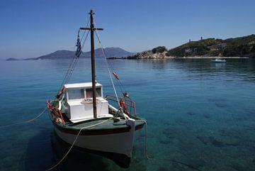 Vissersboot voor anker van
