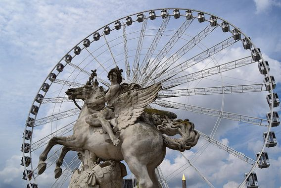 Parijs, reuzenrad, beeldhouwwerk van Carina Diehl