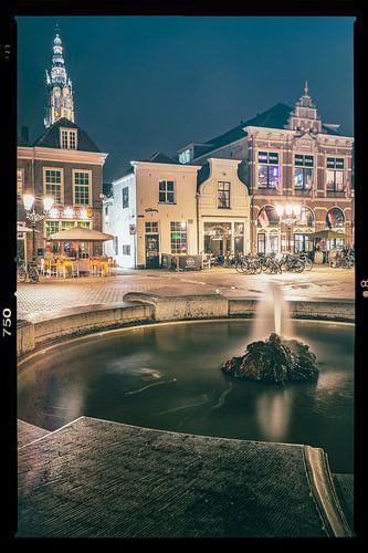 Water spuitende fontein op plein in Amersfoort