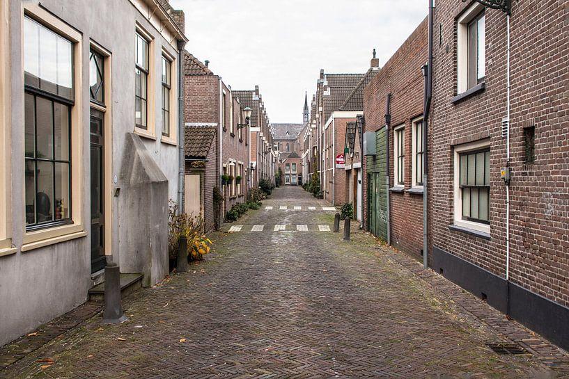 Oud straatje in Alkmaar van Jaap Mulder
