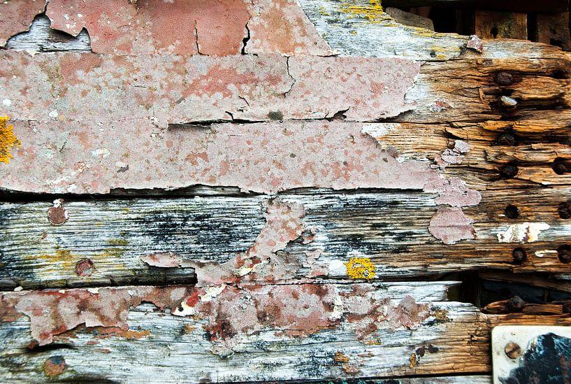 compositie van oud hout van Renée Teunis