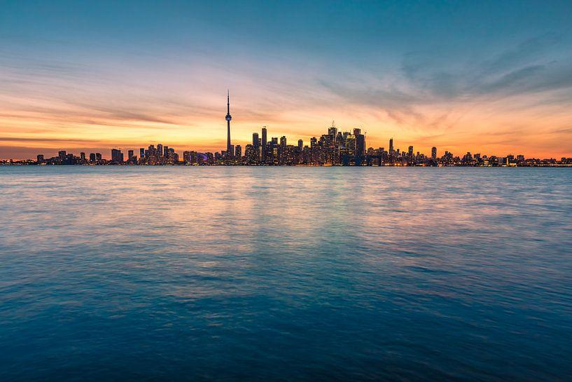 Toronto mit Lake Ontario von Tom Uhlenberg