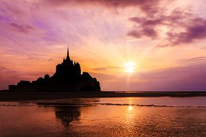 Mont Saint-Michel roze zonsondergang