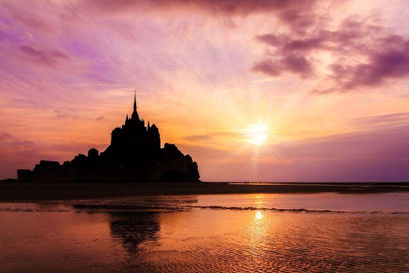 Mont Saint-Michel roze zonsondergang van Dennis van de Water