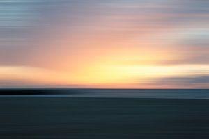 Ondergaande zon vanaf het strand gezien van MICHEL WETTSTEIN