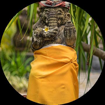 Bali-standbeeld voor een tempel van Fotos by Jan Wehnert