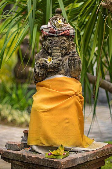 Bali-standbeeld voor een tempel