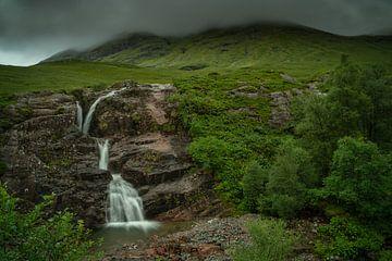 """Waterval """"the meeting of the three waters"""" in de Glencoe vallei, Schotland van Anges van der Logt"""