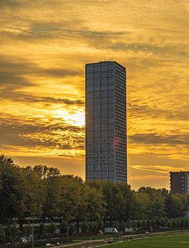 Herfst zon verdwijnt achter de westpoint toren