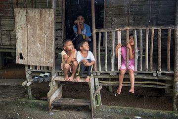 Kinder in einem Langhaus 1 von Andre Kivits