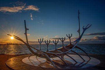 IJsland: Gouden uurtje met Viking schip van Coby Bergsma