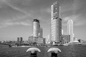 De Wilhelminapier in Rotterdam met de Watertaxi op de Maas