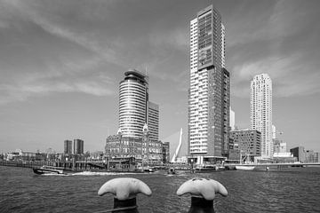 De Wilhelminapier in Rotterdam met de Watertaxi op de Maas van MS Fotografie | Marc van der Stelt