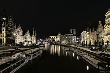 Graslei en Korenlei lans de Leie bij nacht in Gent van Kristof Lauwers