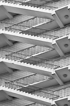 Treppen, Fliesen und Metall Balustraden Formen von Linien spielen von Tony Vingerhoets