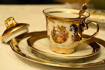 koffie -  aardewerk in goud van Marcel Ethner