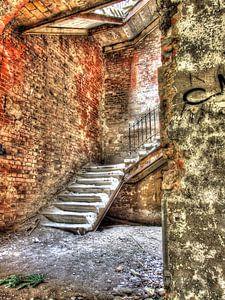 Steintreppe in einem alten und verlassenen Militärkrankenhaus/Sanatorium