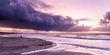 Sonnenuntergang mit Wolken über der Nordsee von MICHEL WETTSTEIN