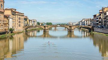 Roeier op de rivier de Arno van Kok and Kok