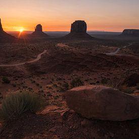 De zon kleurt het Navajo landschap van Joris Pannemans