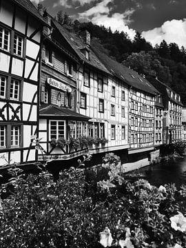 Monschau in der Eifel 9 schwarz-weiß von Jörg Hausmann