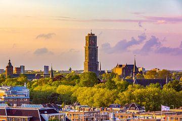 De domtoren van Utrecht onder constructie tijdens een prachtige zonsopkomst van Michiel Ton