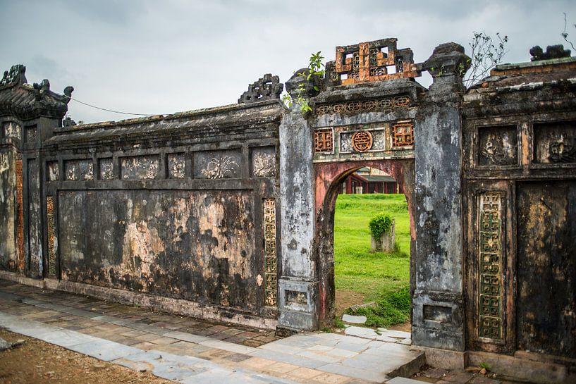 Gate in imperial palce van Arkadiusz Kurnicki